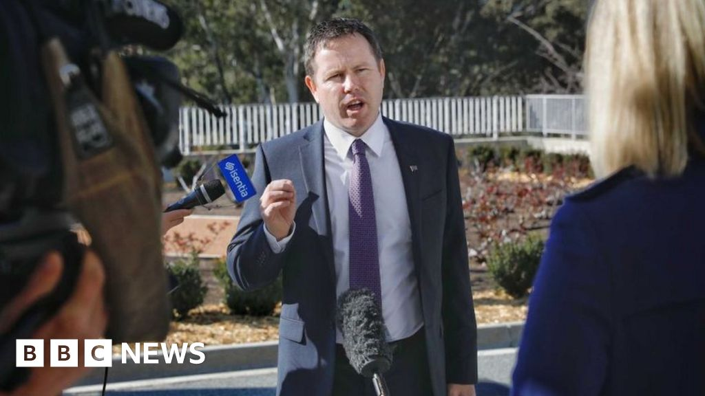 'Sugar baby' claim ousts Australia minister