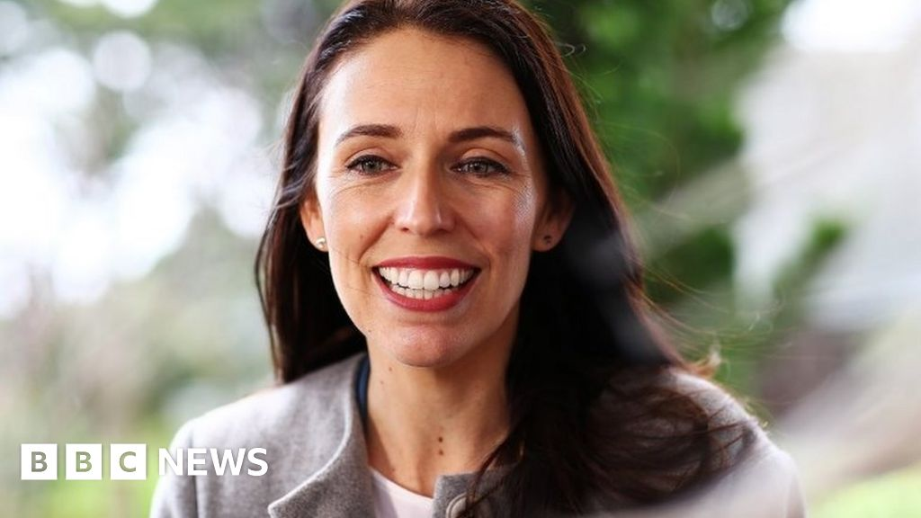 Jacinda Ardern: New Zealand PM reveals she is pregnant