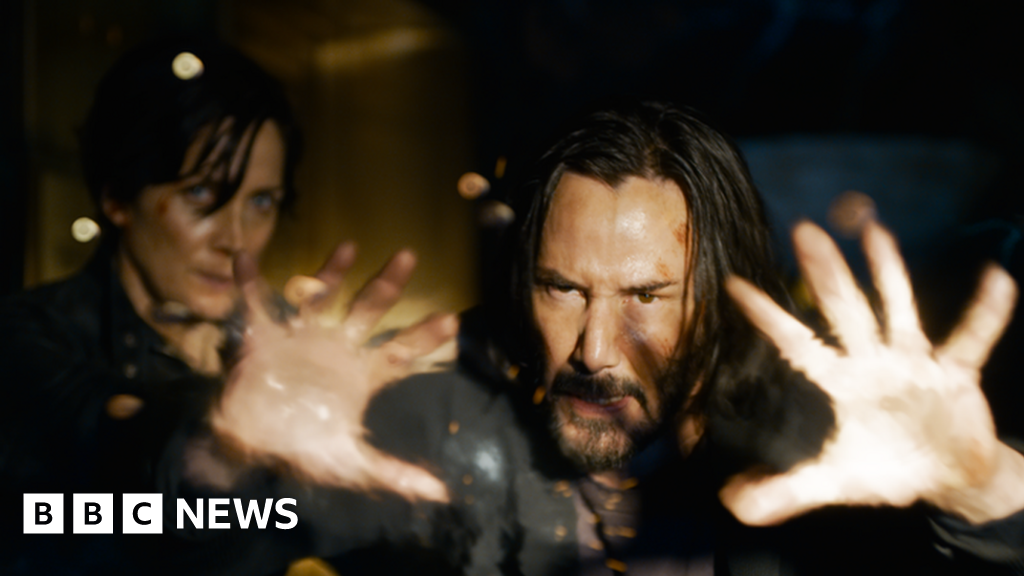 The Matrix 4: Trailer gives first taste of Keanu Reeves' sci-fi comeback - BBC News