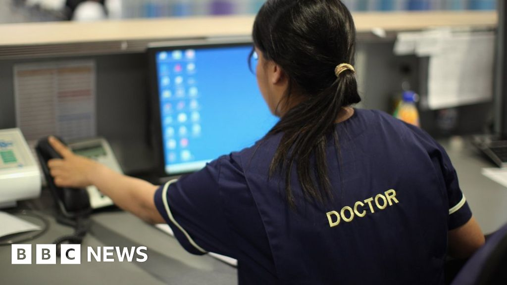 NHS staff shortage: How many doctors and nurses come from abroad?