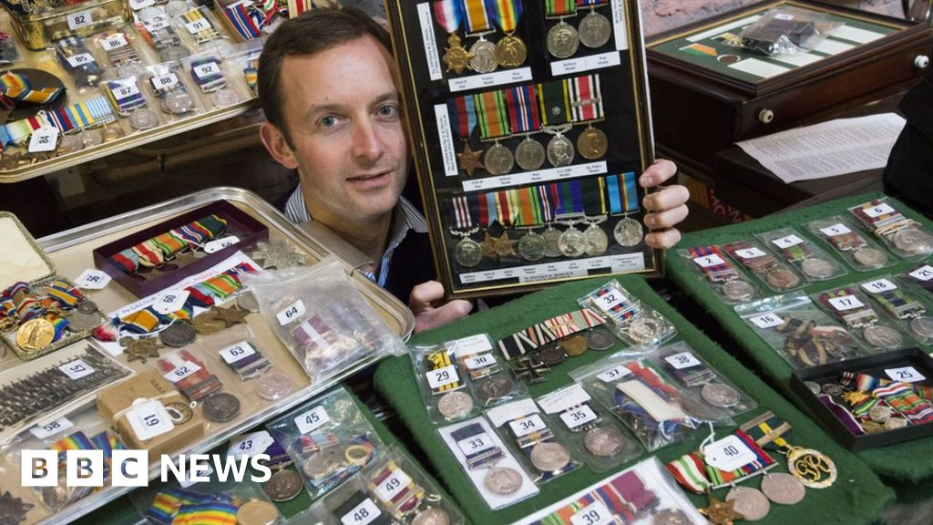 Huge war medal collection goes up for auction in Dundee - BBC News