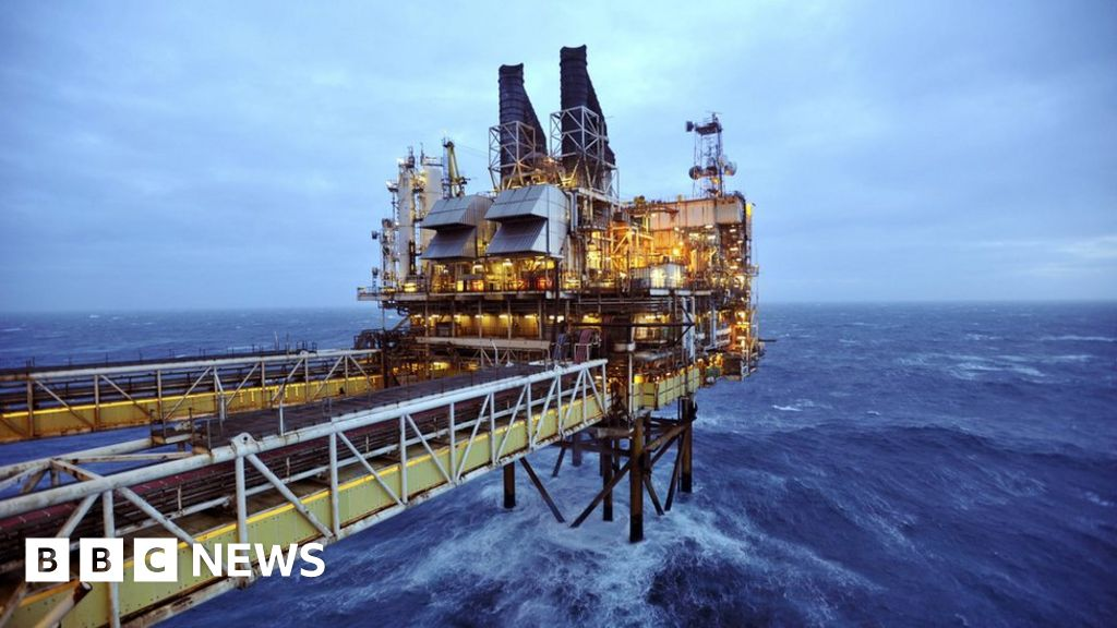 Oil and gas sector 'facing skills crisis' - BBC News