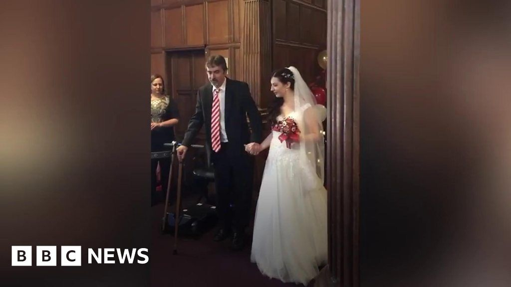 Tilehurst dad with MS walks daughter down the aisle