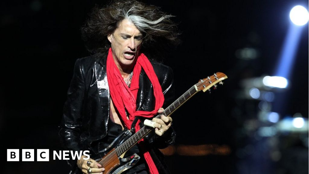 Aerosmith Guitarist Joe Perry Is Taken Ill On Stage Bbc News Hollywood vampires, alice cooper & joe perry 2019. aerosmith guitarist joe perry is taken