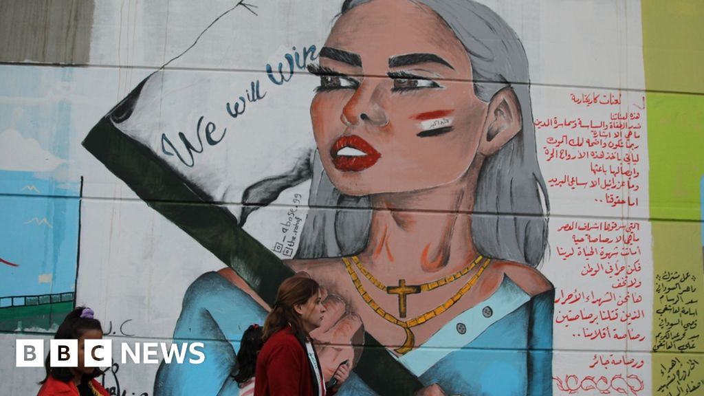 In pictures: Women rise up on Baghdad's walls