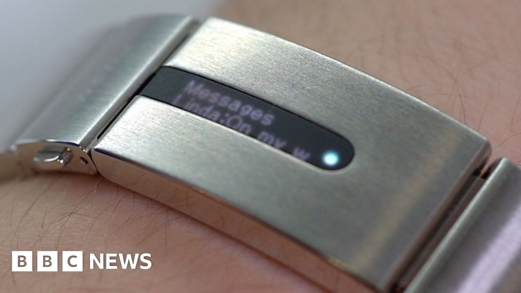 Tech-filled Strap Makes Old Watches Smart