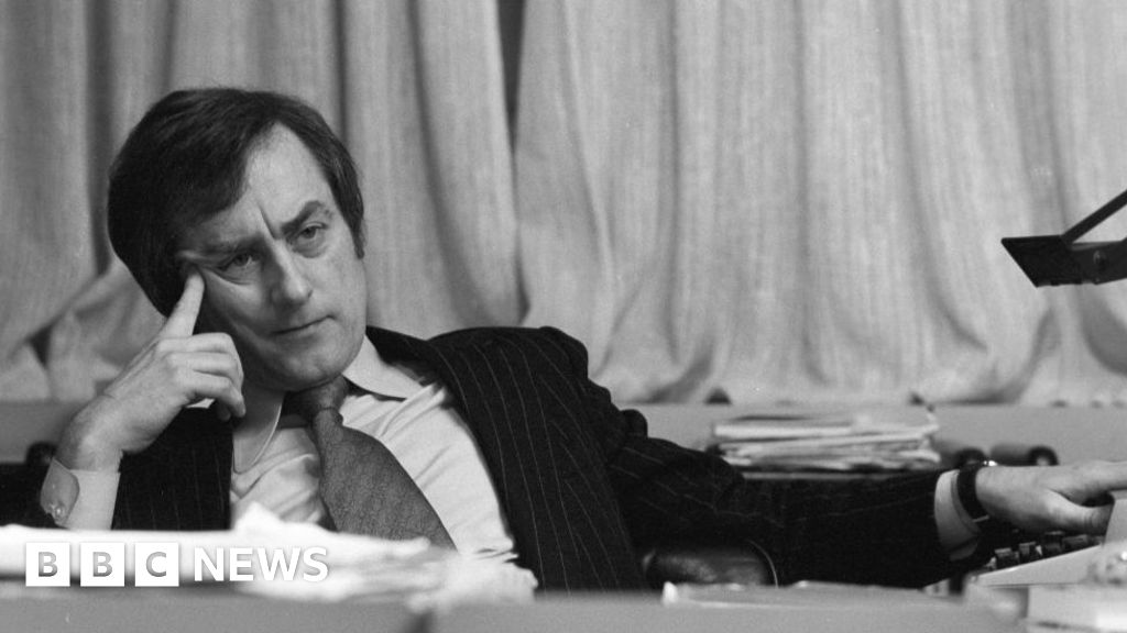 Sir Harold Evans: Crusading editor who exposed Thalidomide impact dies aged 92