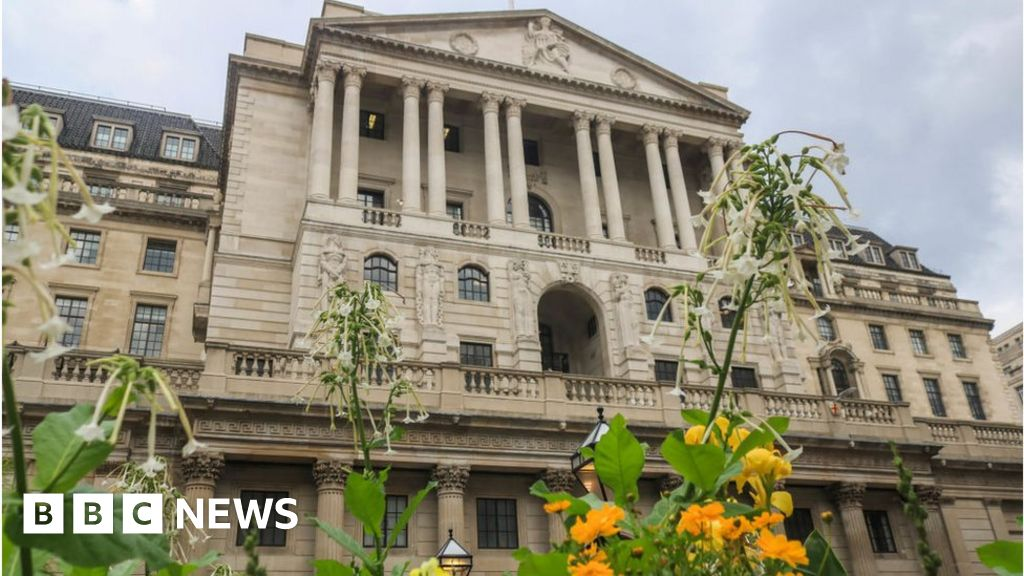 Bank of England forecasts low interest rates for longer