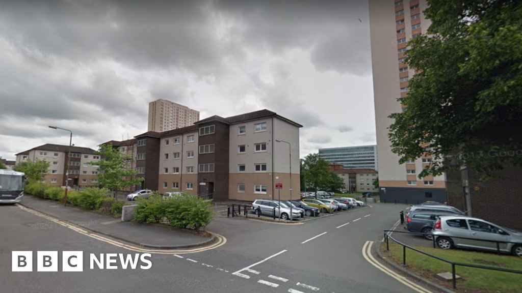 Murder inquiry launched after man's body found in Glasgow flat thumbnail
