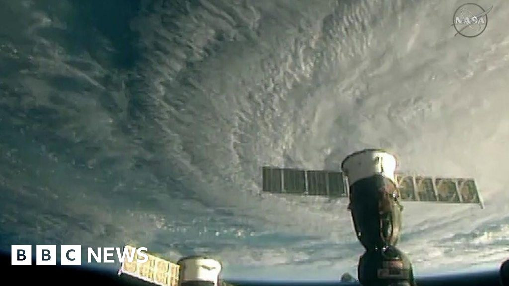 ISS pictures show hurricane heading to Hawaii thumbnail