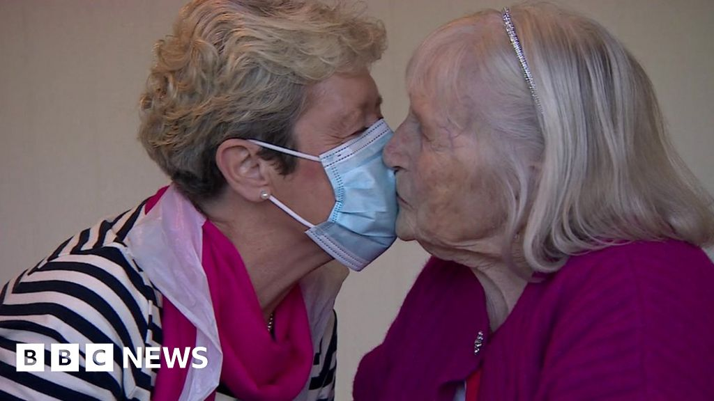 Rapid Covid test: Daughter and mum, 95, hug for first time since March