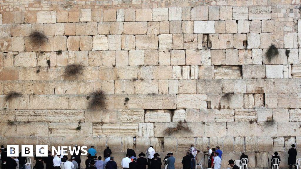 Hervorragend Nude Modelu0027s Western Wall Photo Shoot Sparks Anger   BBC News