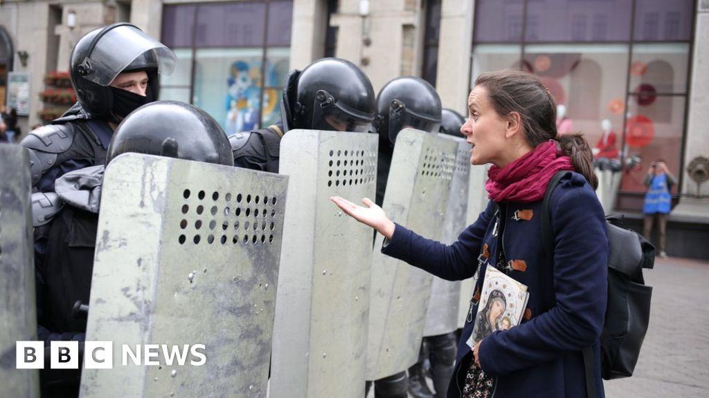 Belarus Lukashenko: Protesters defy heavy security
