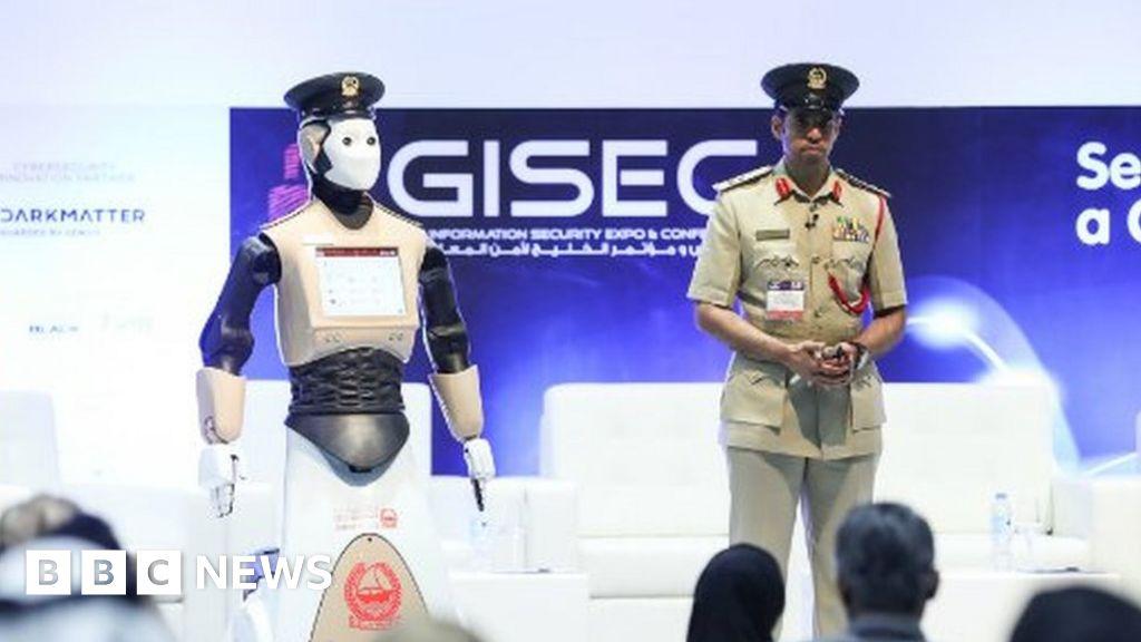 Robot police officer goes on duty in Dubai - BBC News