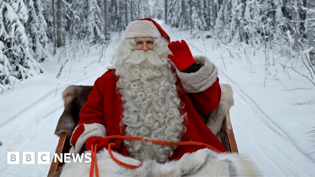 Santa-spoiling teacher 'not to return'