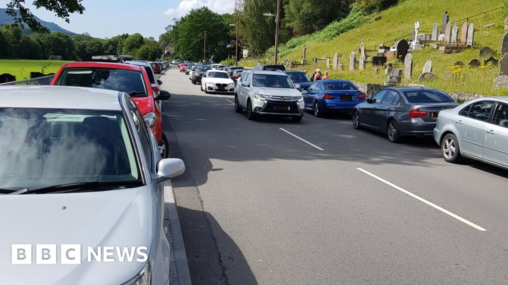 Plea over 'Waterfall Country' motorists and crowds