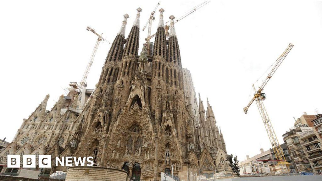 Barcelona's Gaudí church finally gets a permit
