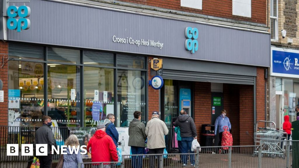 Co-op and Morrisons see queues over payments outage