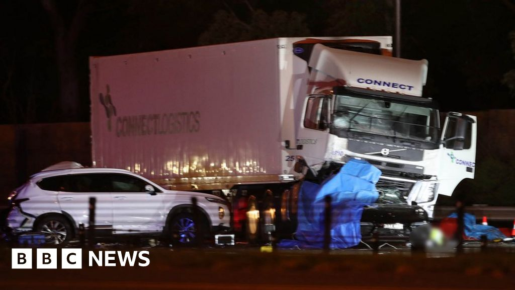 Australia lorry crash: Four police officers killed in Melbourne
