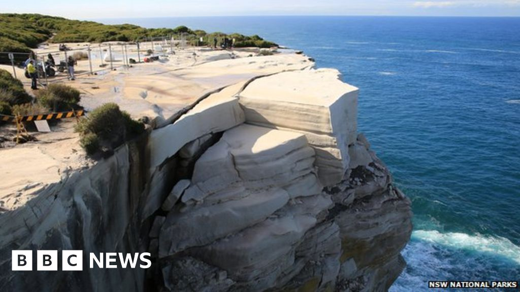 Popular Sydney Rock Formation Could Collapse At Any Time Bbc News