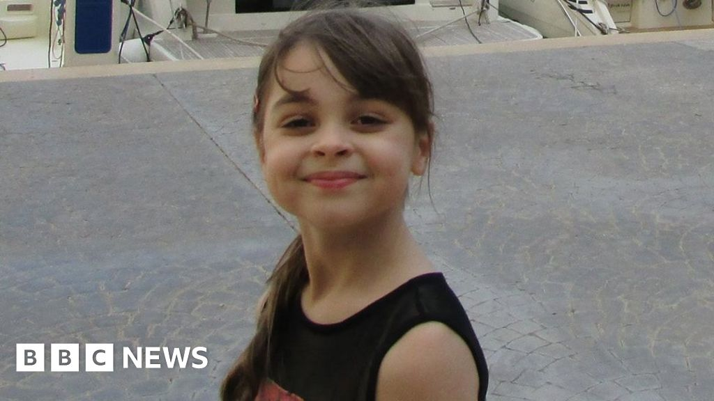 Manchester Arena attack: Man tried to comfort Saffie-Rose Roussos