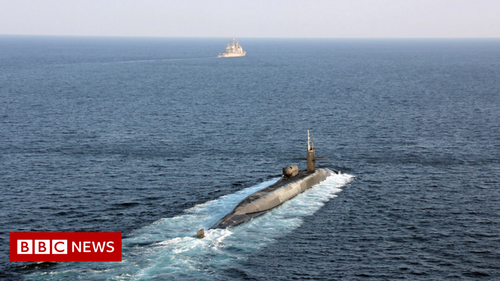 Strait of Hormuz: US fires warning shots at Iranian boats in Gulf