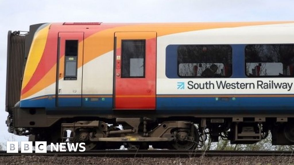 South Western Railway could lose franchise after £137m loss - BBC News