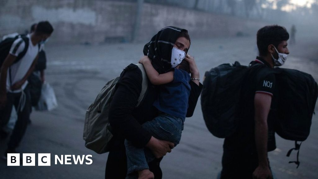 Moria migrants: Greek camp fire sparks race to find shelter for 13,000 thumbnail