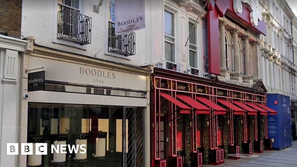Diamonds swapped for pebbles in London gem heist