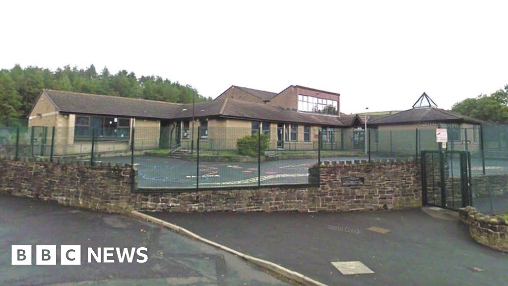 Staff blamed for Covid outbreak at Bacup primary school