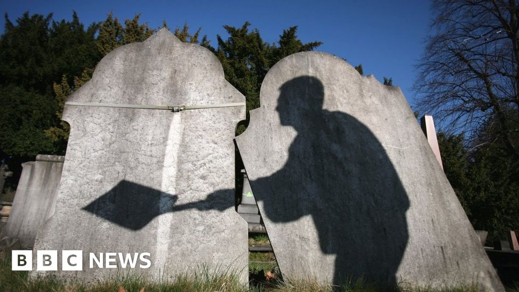 The headstones with unusual stories to tell - BBC News