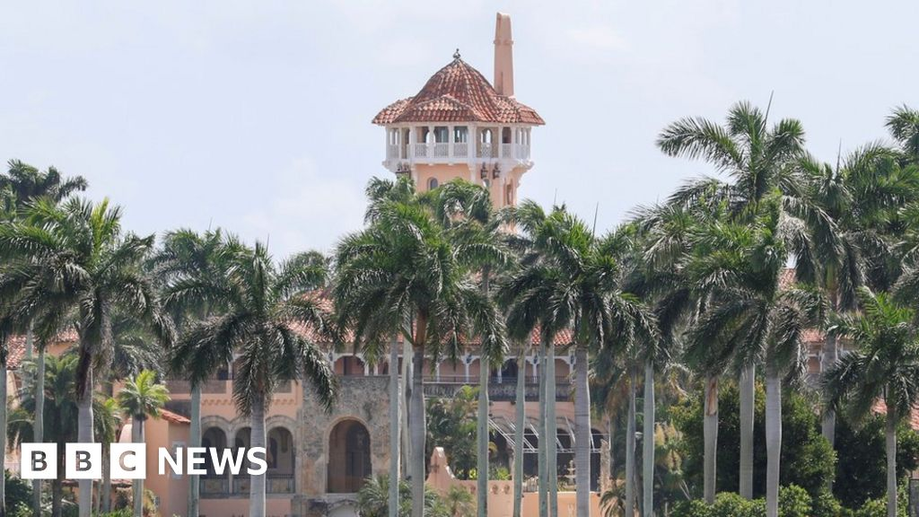 Teens arrested with AK47 at Trump's Mar-a-Lago resort in Florida - BBC News