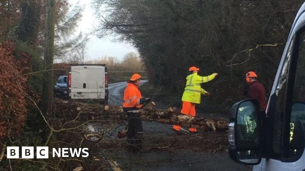 Storm Atiyah: 'Status red' wind warning for County Kerry
