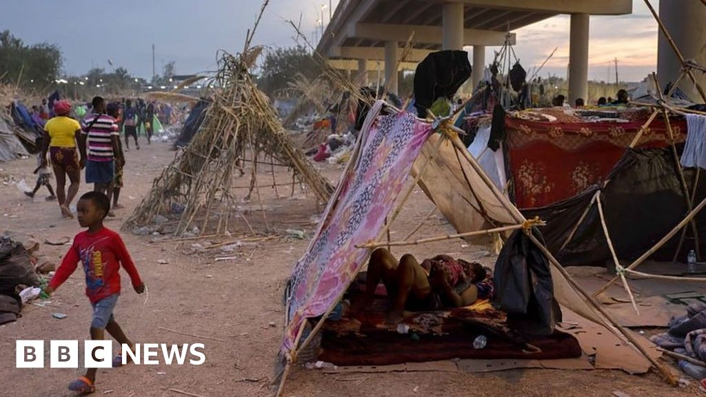 Thousands remain at Haitian migrant camp in Texas