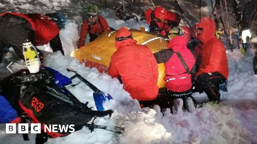 Austria avalanche: Skier survives five hours in 'Christmas miracle'