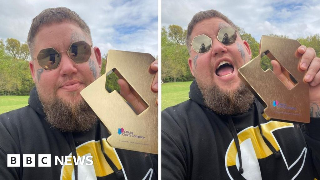 Rag 'n' Bone Man tops chart with second album