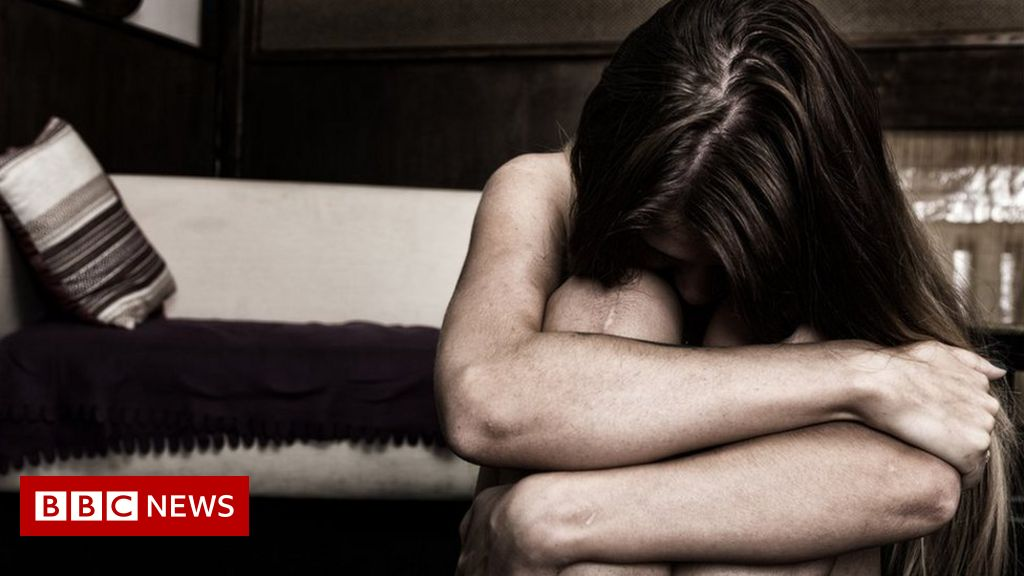 Domestic abuse: Killers 'follow eight-stage pattern', study says