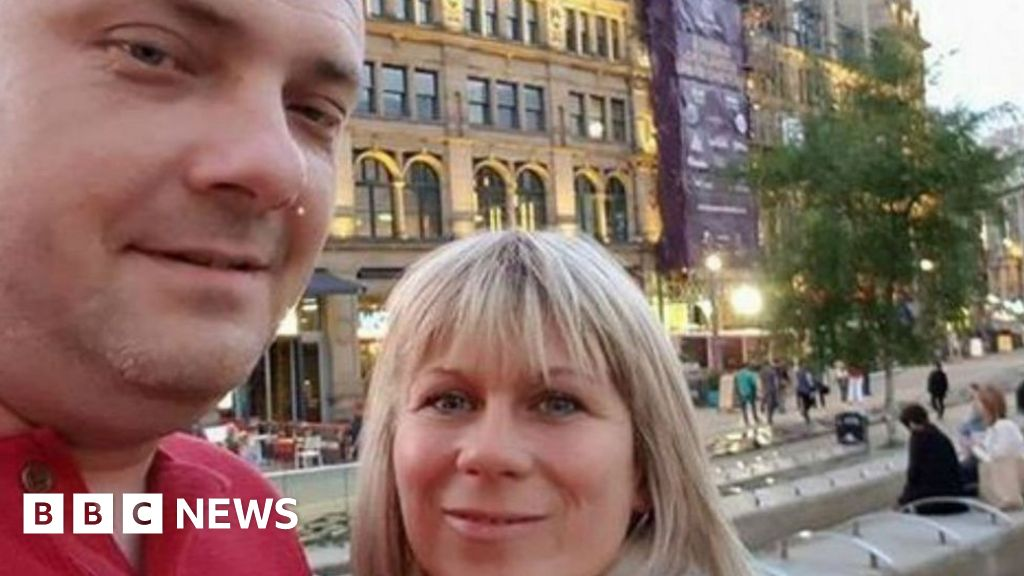 Manchester Arena Inquiry: Relatives present 'pen portraits' for third day thumbnail