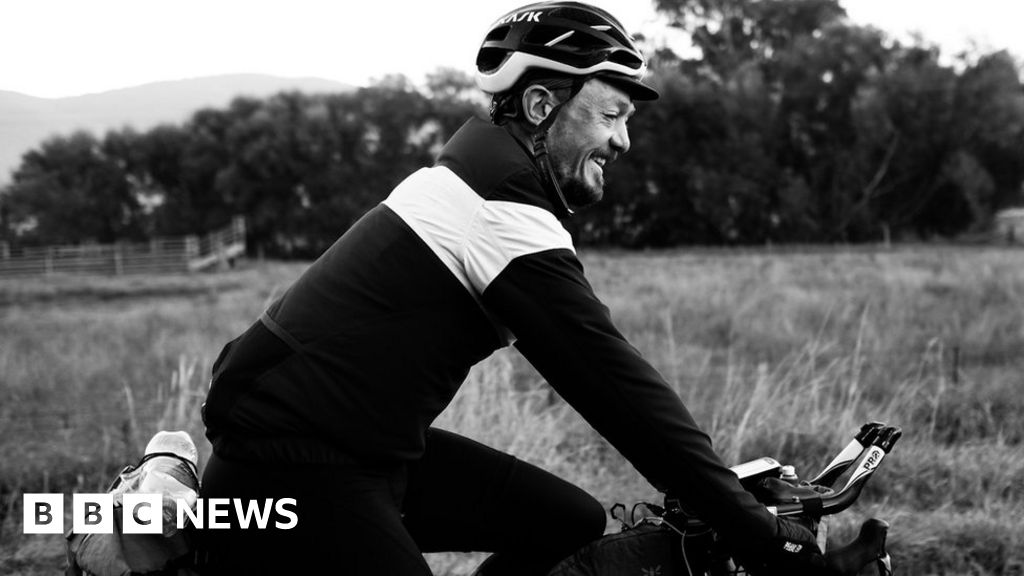 British endurance cyclist Mike Hall killed in road race - BBC News