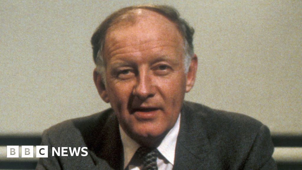 Frank Bough: Former Grandstand and Breakfast Time presenter dies aged 87