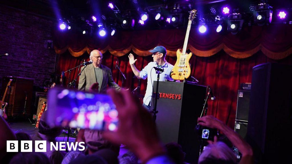 grateful dead jerry garcia 39 s guitar sale raises 3m for charity bbc news. Black Bedroom Furniture Sets. Home Design Ideas