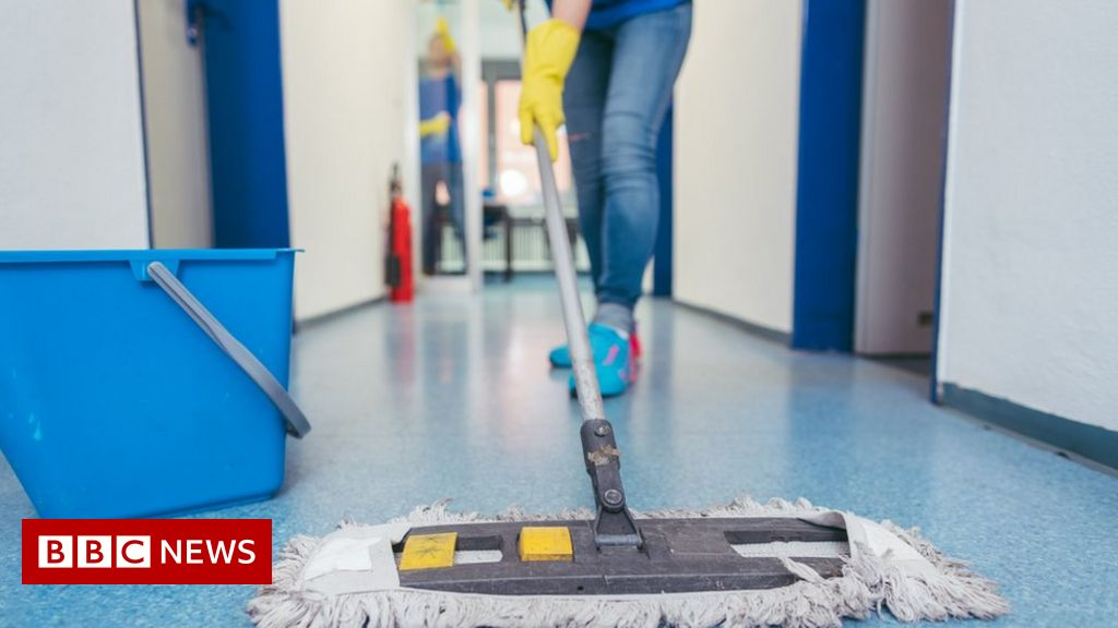 Cleaner's angry resignation note sparks flood of support