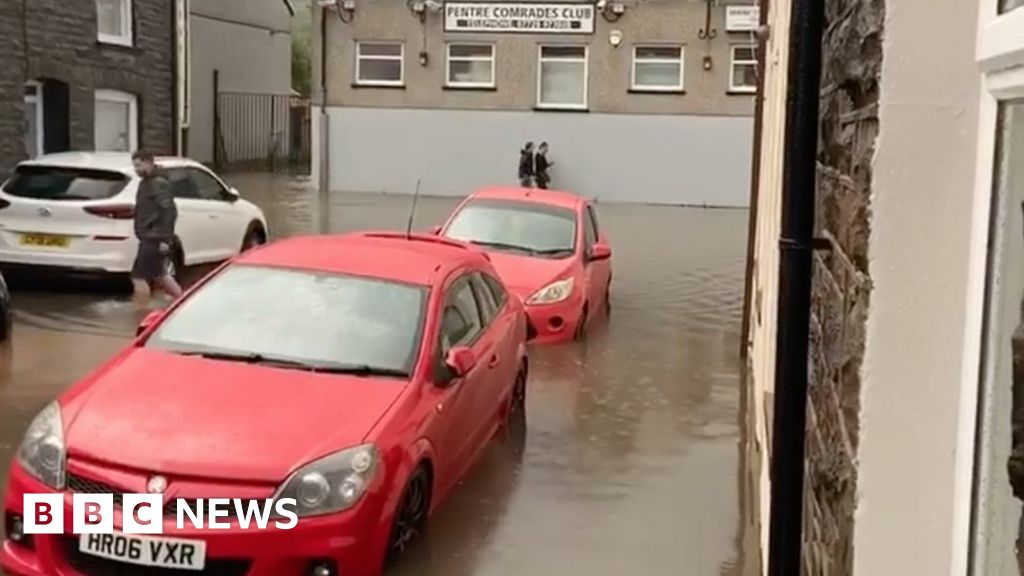 Thunderstorms cause flooding after storms strike in Wales thumbnail