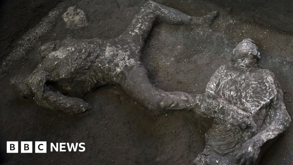 pompeii-dig-uncovers-remains-of-rich-man-and-slave-killed-by-vesuvius