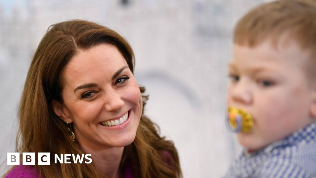 Duchess of Cambridge opens hospice with 'army of little helpers' - BBC News