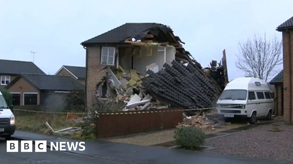 Suspected gas explosion causes Lincolnshire house collapse