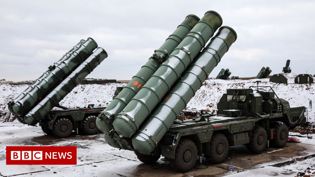 Turkey defies US as Russian defence system arrives