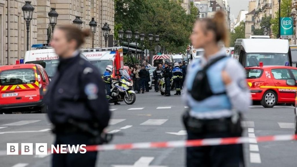 Paris police attack: Four killed by knife-wielding employees