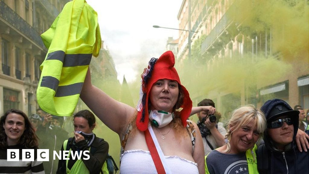 Gilets Jaunes: Anger of yellow vests still grips France a year on