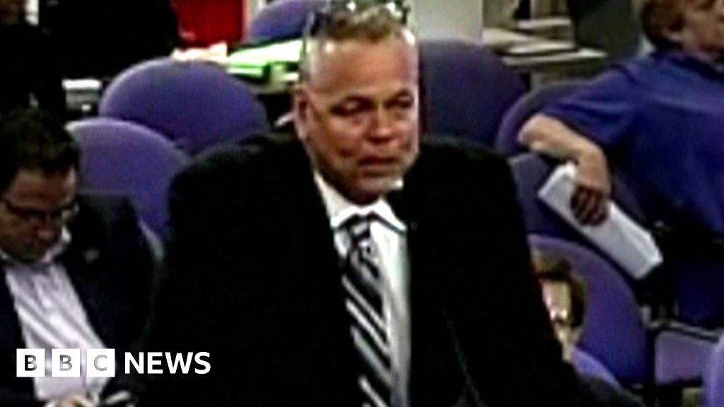 US school shooting officer arrested over inaction thumbnail